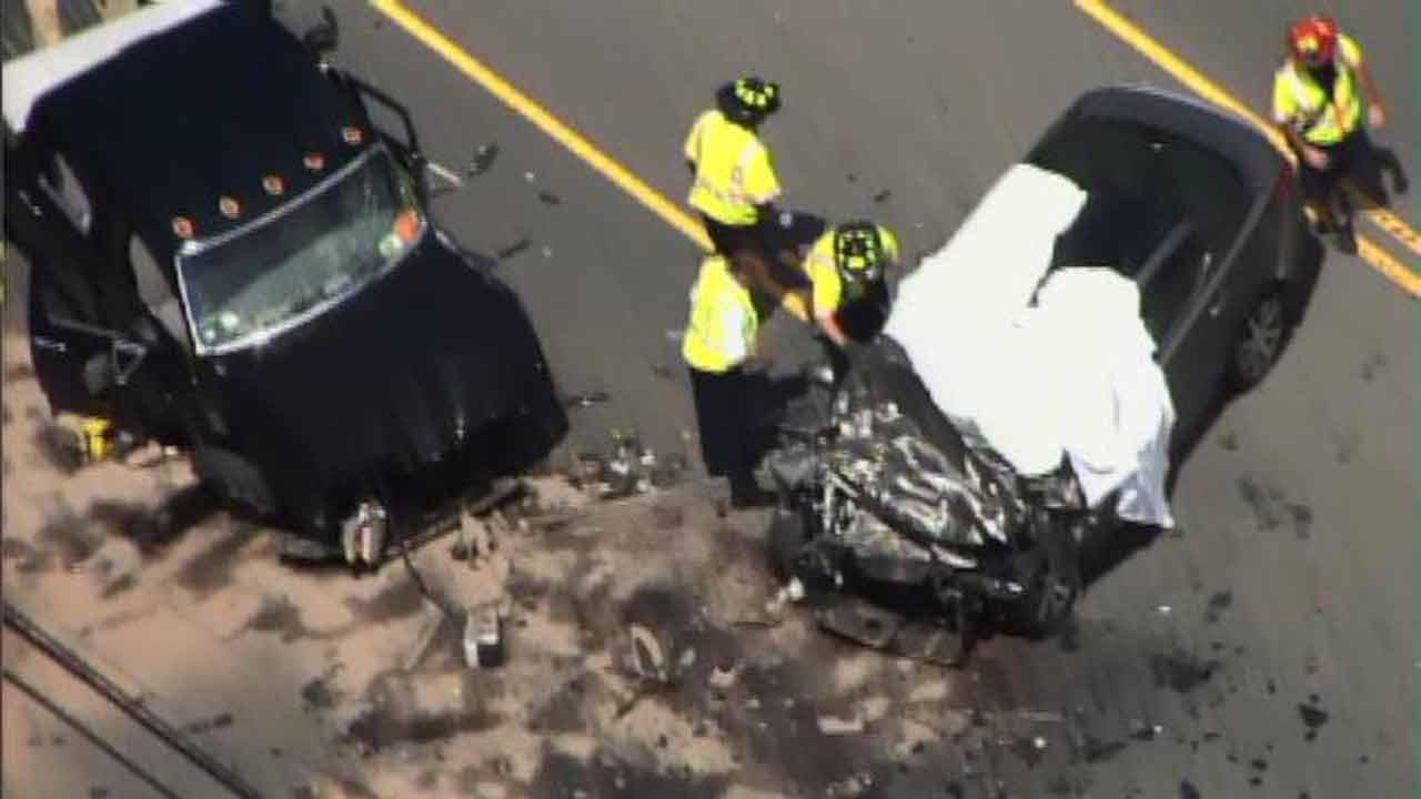 Durham crash leaves one person dead