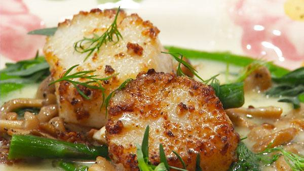 Mushroom Dusted Scallops with Beurre Blanc, Asparagus, Beech Mushrooms and Tarragon