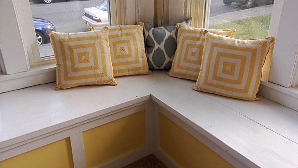 Magnificent Diy Corner Bench Knock It Off The Live Well Network Beutiful Home Inspiration Xortanetmahrainfo