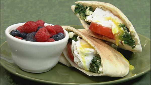 Greek Spinach and Egg Breakfast Pita