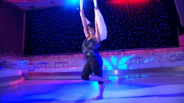 Ali Vincent Surprises Mom with Aerial Routine